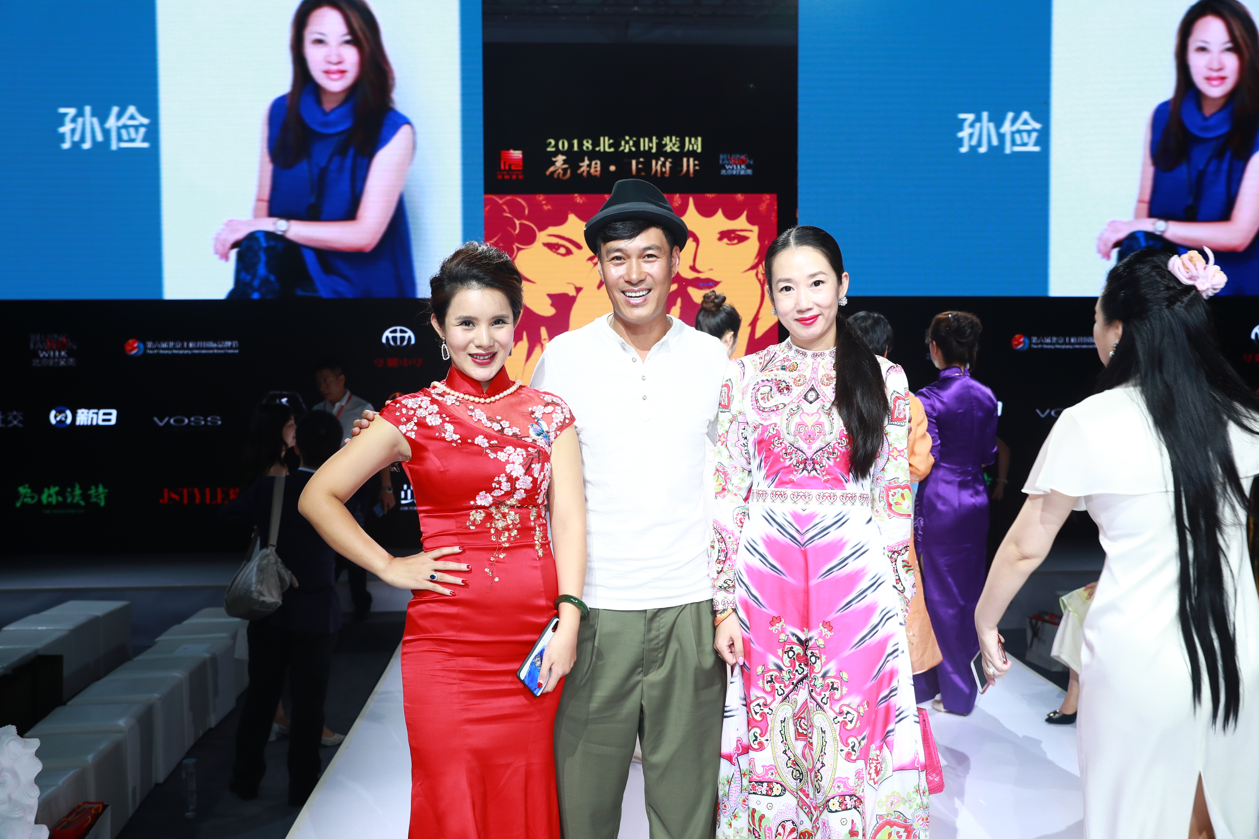 Wei sun invited to beijing fashion week white trousers in elegant style