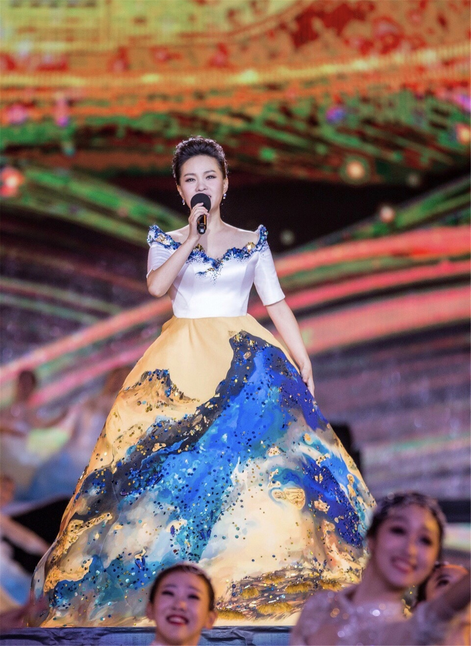 Lei jia dunhuang ballad: a ballad standing before the historical scale