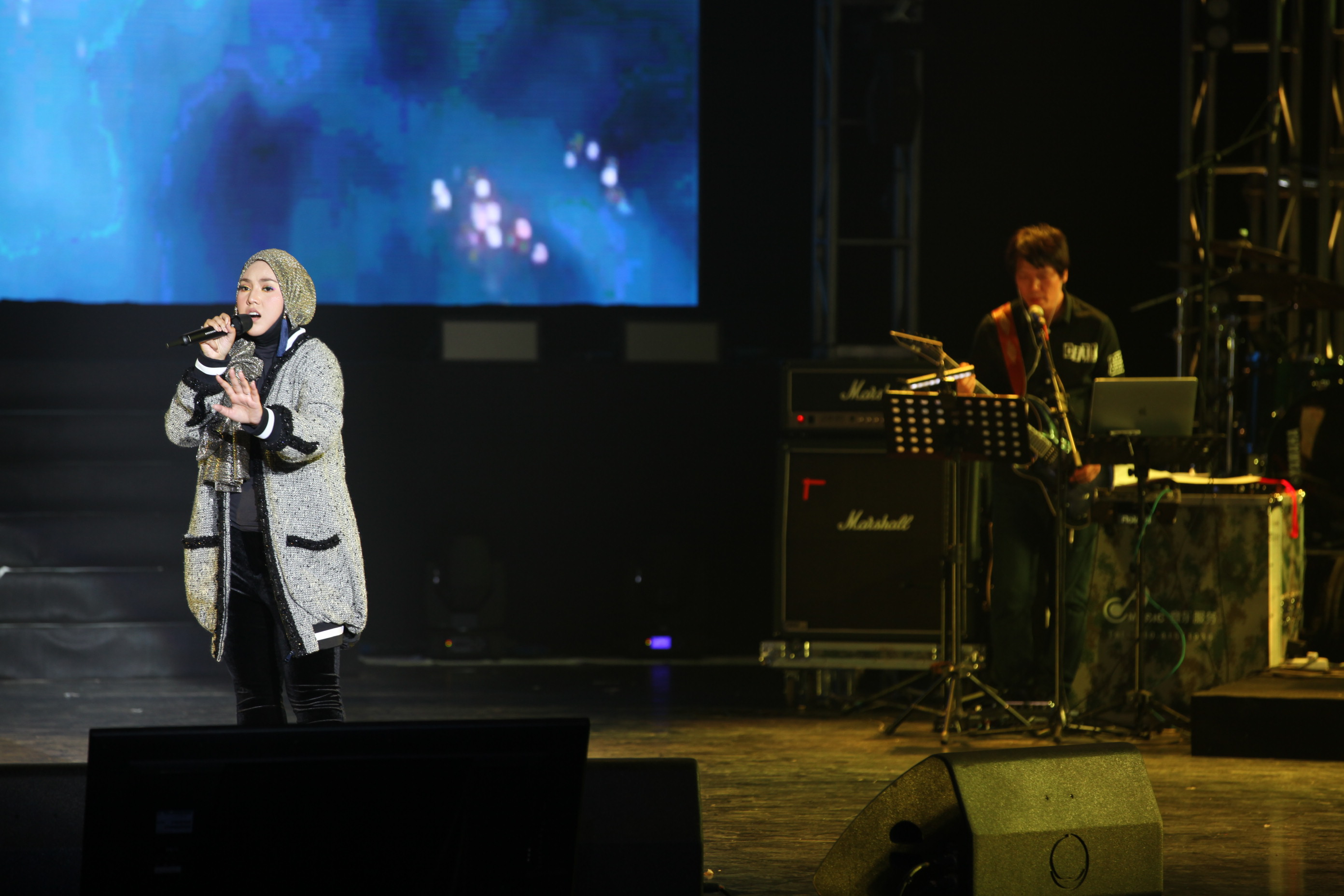 Shila amzah's beijing solo show ended successfully.