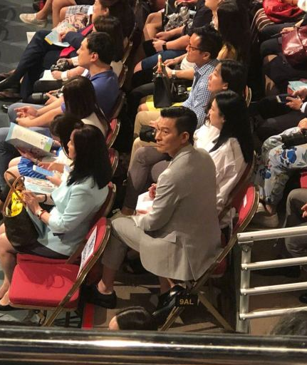 57-year-old Andy Lau attends her daughter's graduation ceremony and changes her daughter's fan's face value to be very handsome