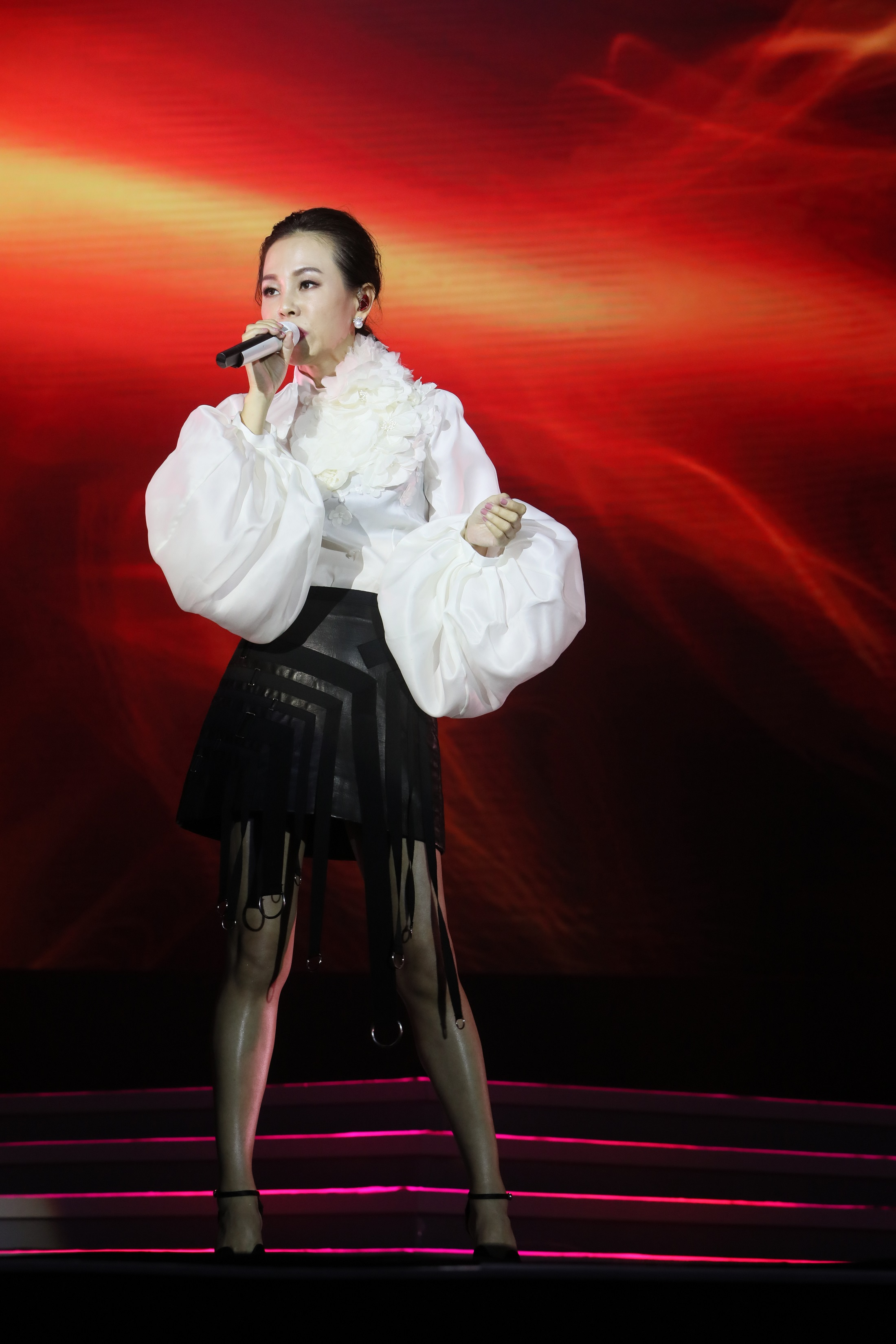 """Julia Peng TOP's list won the """"Best Singer of the Year"""" Shanghai concert to sing soon!"""