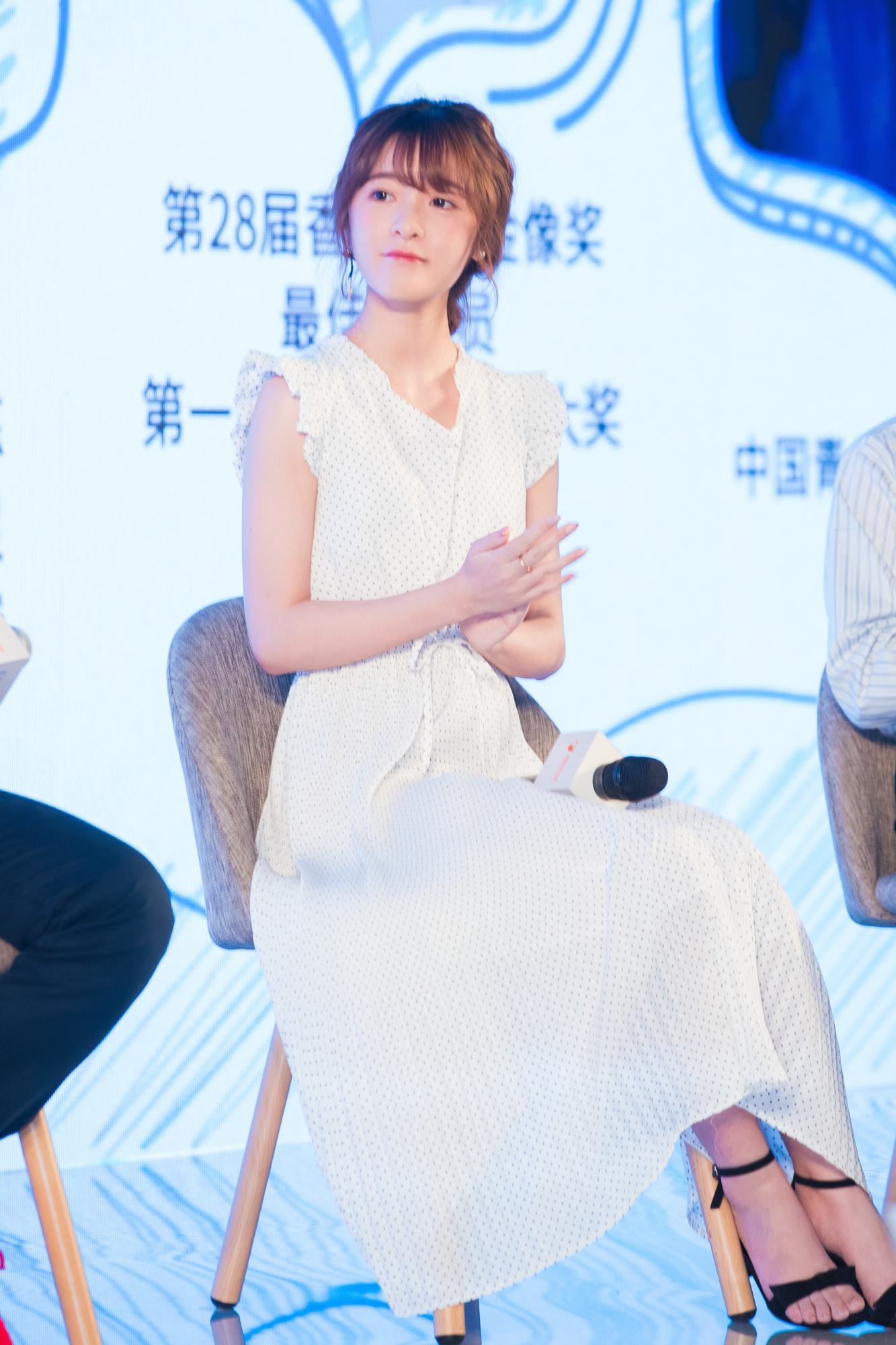 Xu jiao attended public benefit bbs and got netizens thumb up small body and big energy