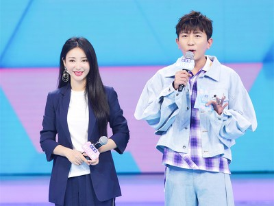 Liu yan (actress-actress) wore a smart suit to appear in crazy wardrobe
