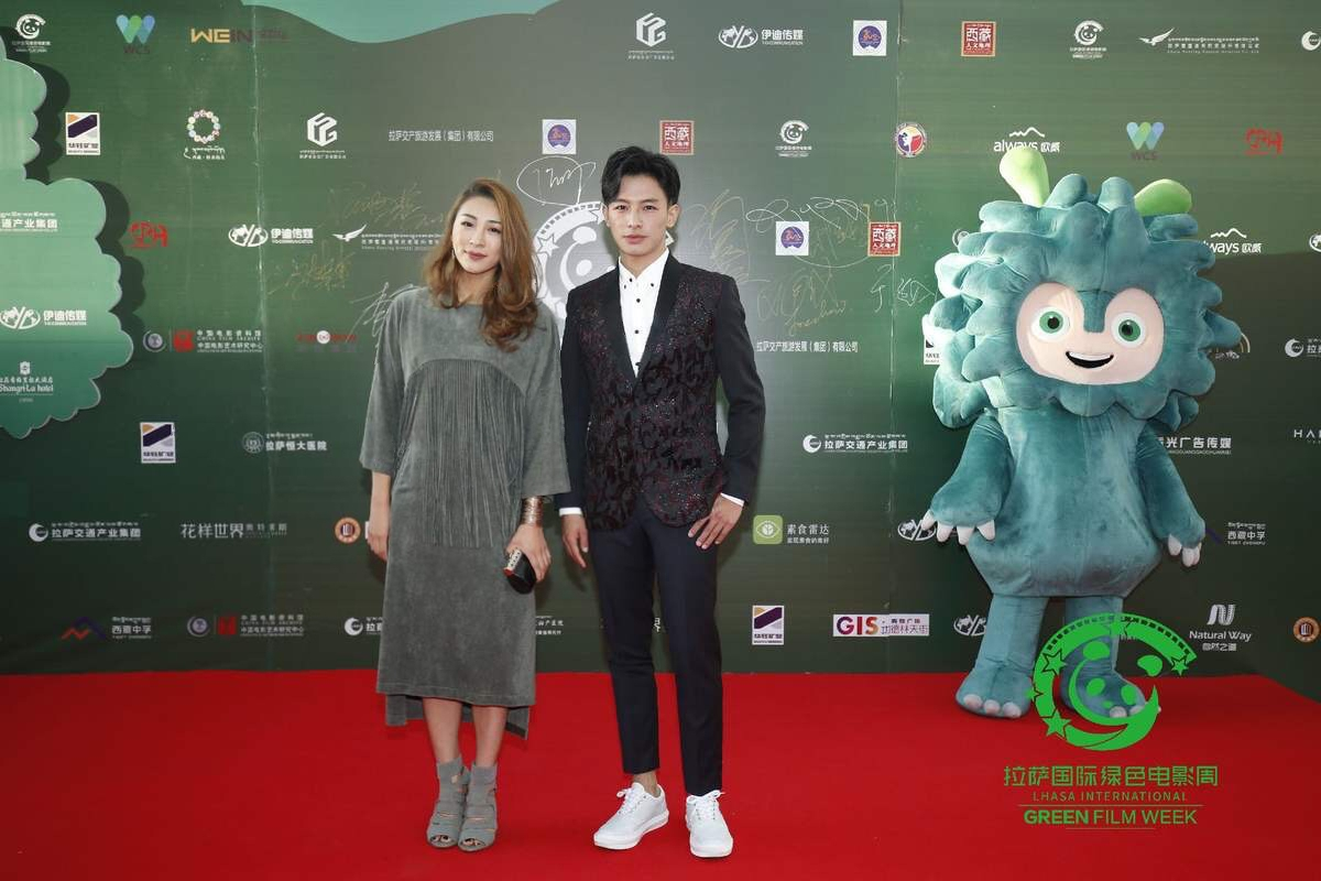 Pale appearance at the red carpet exhibition of lhasa international green film week boosts the green and environmental protection concept