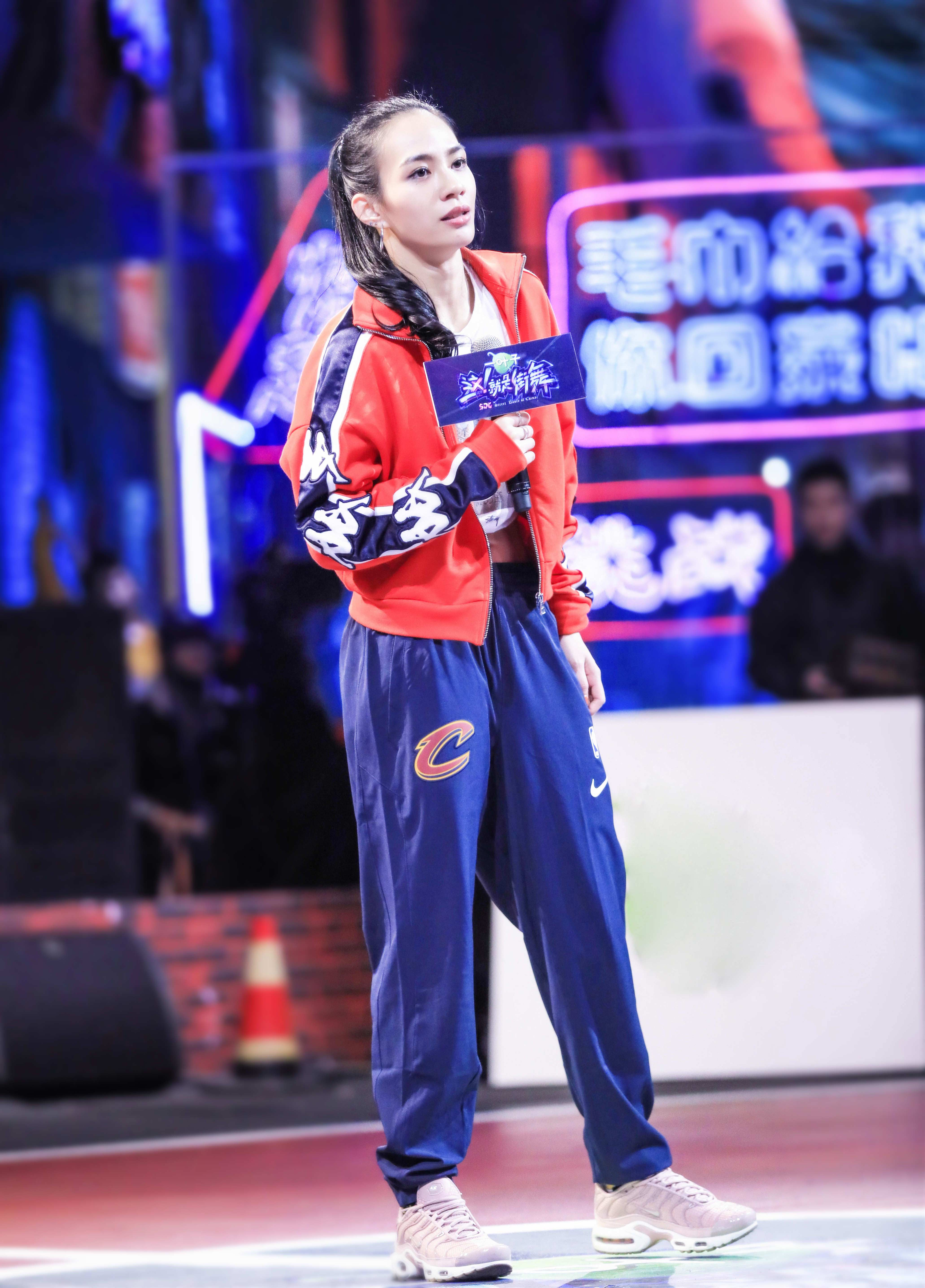 Nikki's promotion to the top 49 hip-hop dancers accidentally blocked by Z.TAO as 'Hiphop goddess
