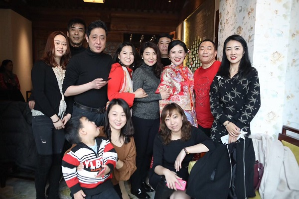 "Famous singer of ""Smiley Face"" Xie Dongshen married 500 stars in Beijing"