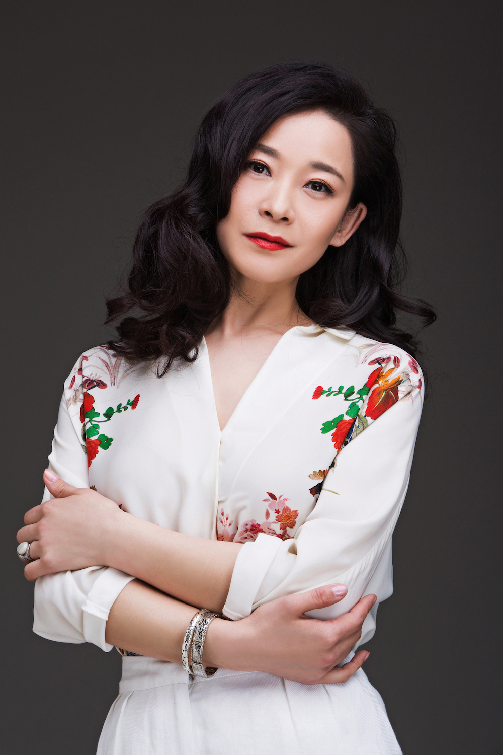 Teacher yue ling -- take pride in the drama actors and add splendor to the screen and screen.