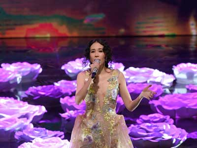 Karen mok put on the golden horse award at the end of her pink dark v hand-embroidered gown.