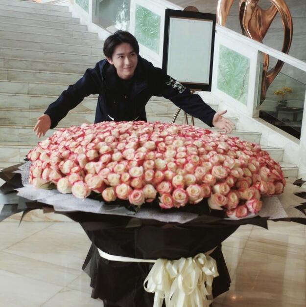 Yijie Zhang was greeted by local fans and presented an anonymous bouquet of roses