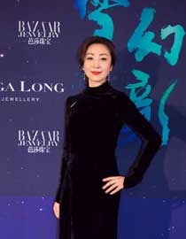 Zhao rui velvet gradual backless dress appears at the bazaar jewelry dinner showing classic fashion
