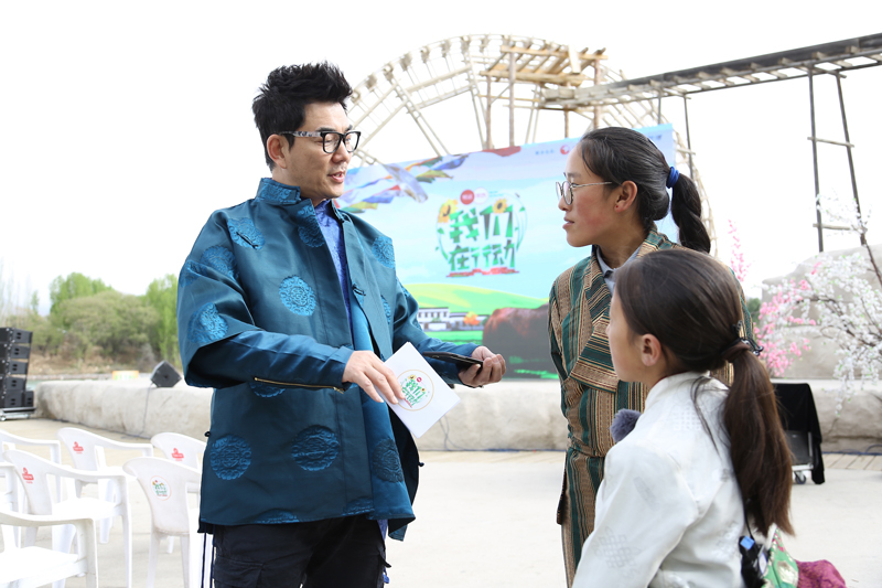 We are in action' Richie Jen rushes oxen excrement experience grazing Xiaodong Guo visits companies to explore new ideas