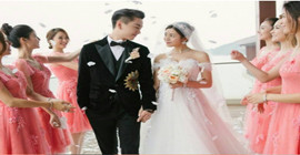 By chance, xiao chen michelle chen is taking wedding photos. michelle chen seems to be thinner than before. she is really a teenager.