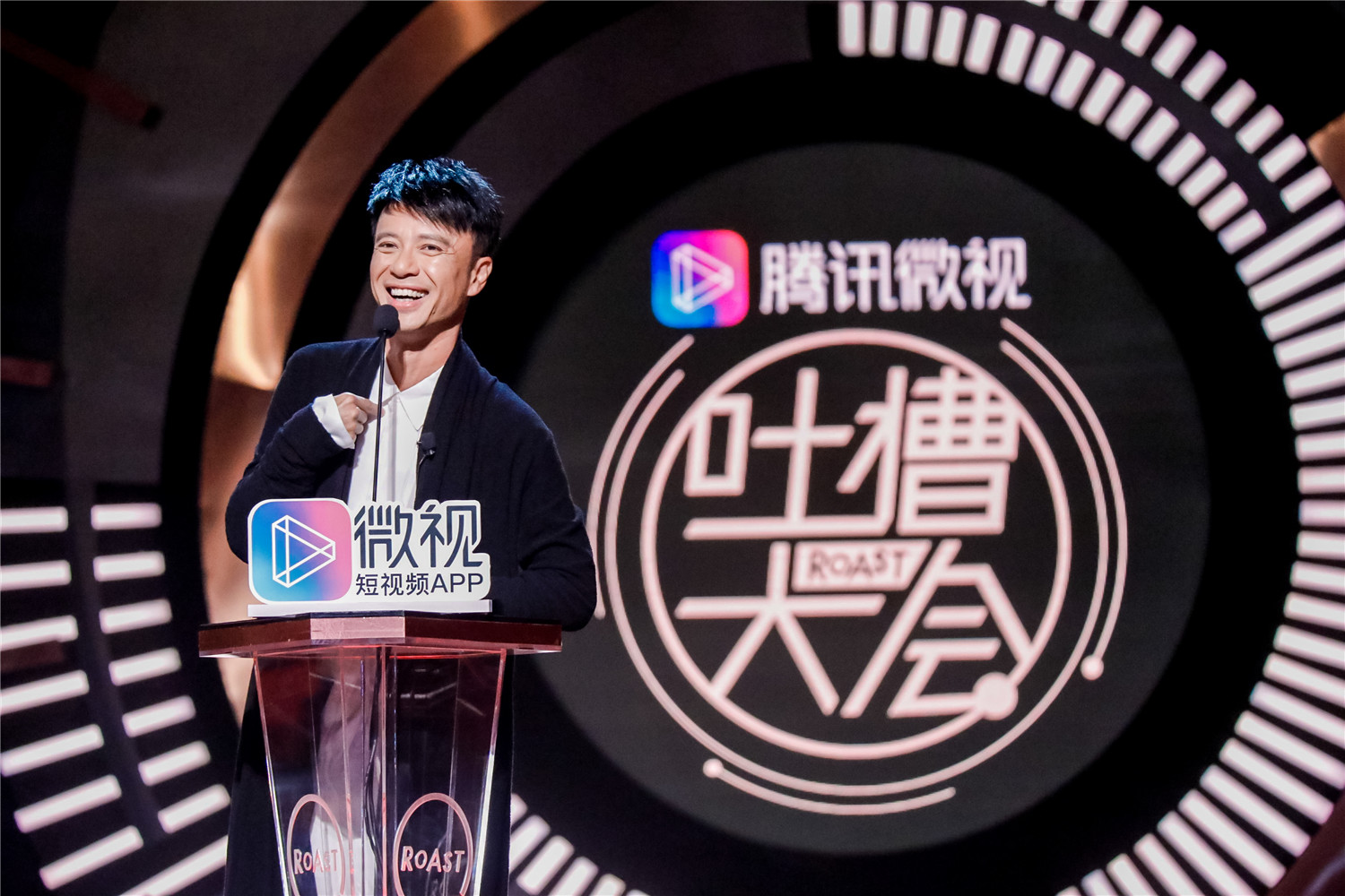 Hacken lee attended the fun fair and won the title of talk king netizen.