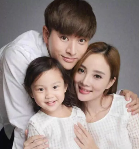 Jia nailiang has finally responded with a post that has three characters leading netizens to speculate on her marital status.
